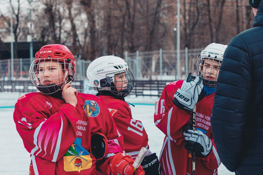 Более тысячи человек посетили «Фестиваль детского дворового хоккея» в Таганском парке