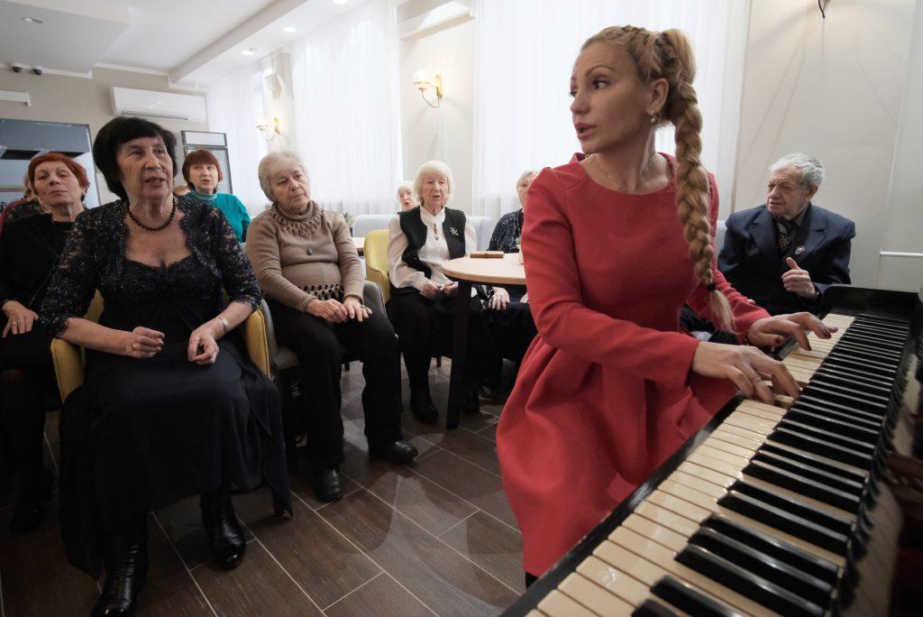 Москвичей пригласили на бесплатные лекции в центры соцобслуживания