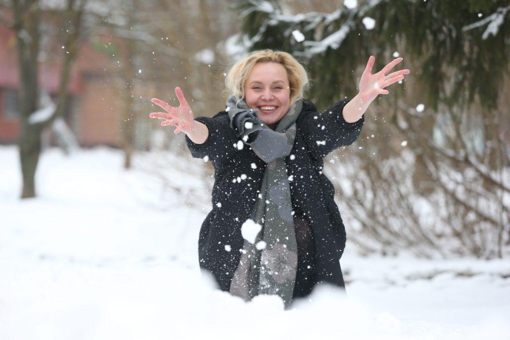 Москвичей ожидает снежная и теплая погода в воскресенье