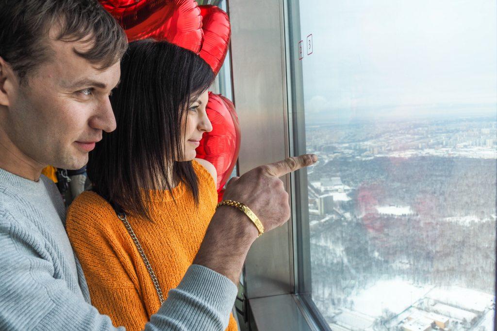 Список мест для романтических фото представили в Москве