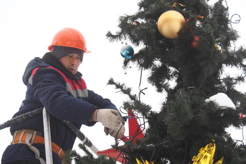 Несколько искусственных елок демонтировали с улиц Таганского района
