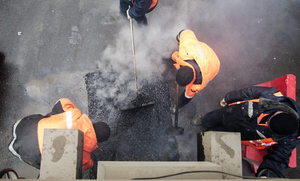 Ямочный ремонт провели на дорогах Тверского района