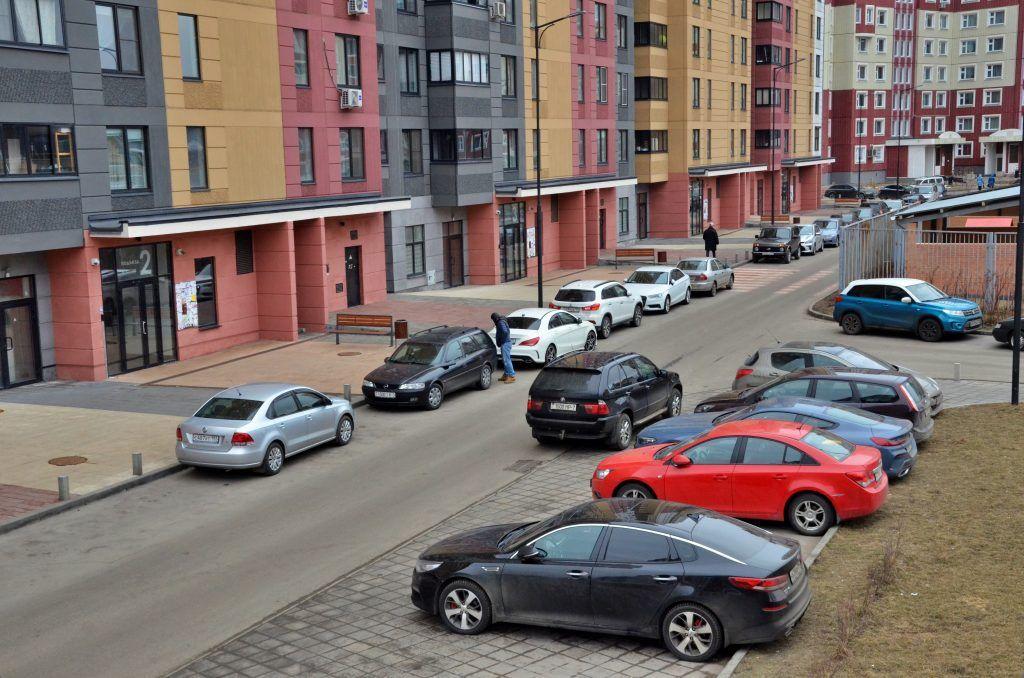 Москвичам и москвичкам подарят бесплатную парковку 8-9 марта