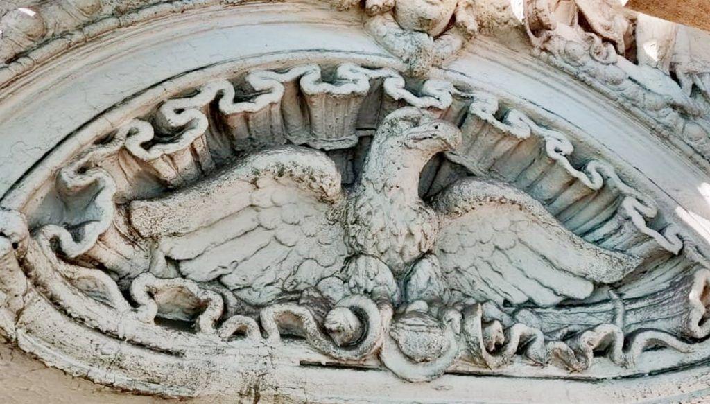 Домовые печи и мрамор: уникальные элементы декора обнаружили в особняке XIX века на Садовом кольце в ходе реставрации