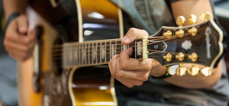 Игре на гитаре научат москвичей в библиотеке имени Петра Юргенсона