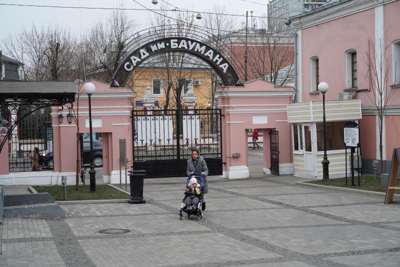 Выставку открыли в саду имени Николая Баумана