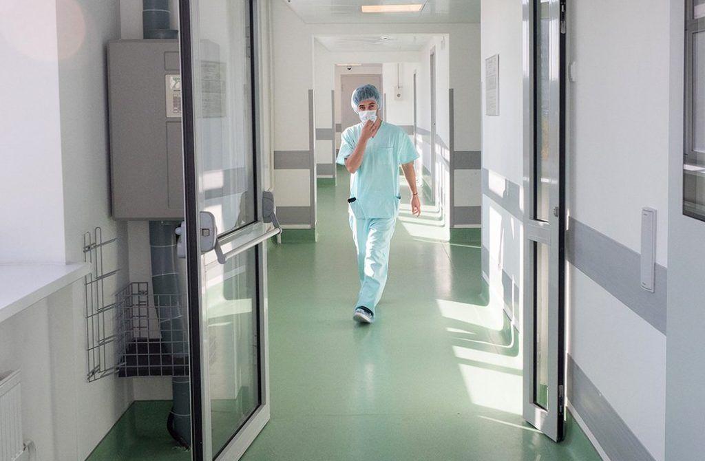 Штаб: Больше трети заболевших молодые люди от 18 до 40 лет