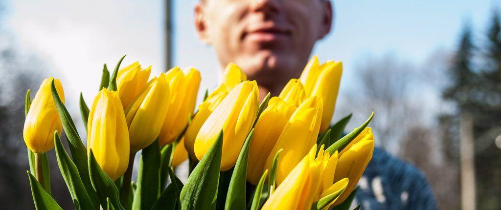 Более десяти тысяч цветов подарят жительницам в парках Москвы 8 марта