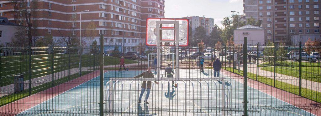 Сотрудники «Жилищника» приведут в порядок спортивные площадки в районе Замоскворечье