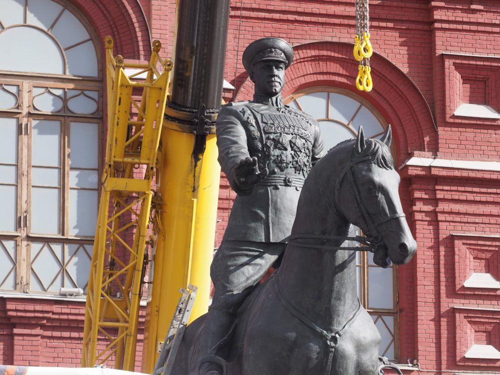Памятник Жукову на Красной площади полностью отреставрировали