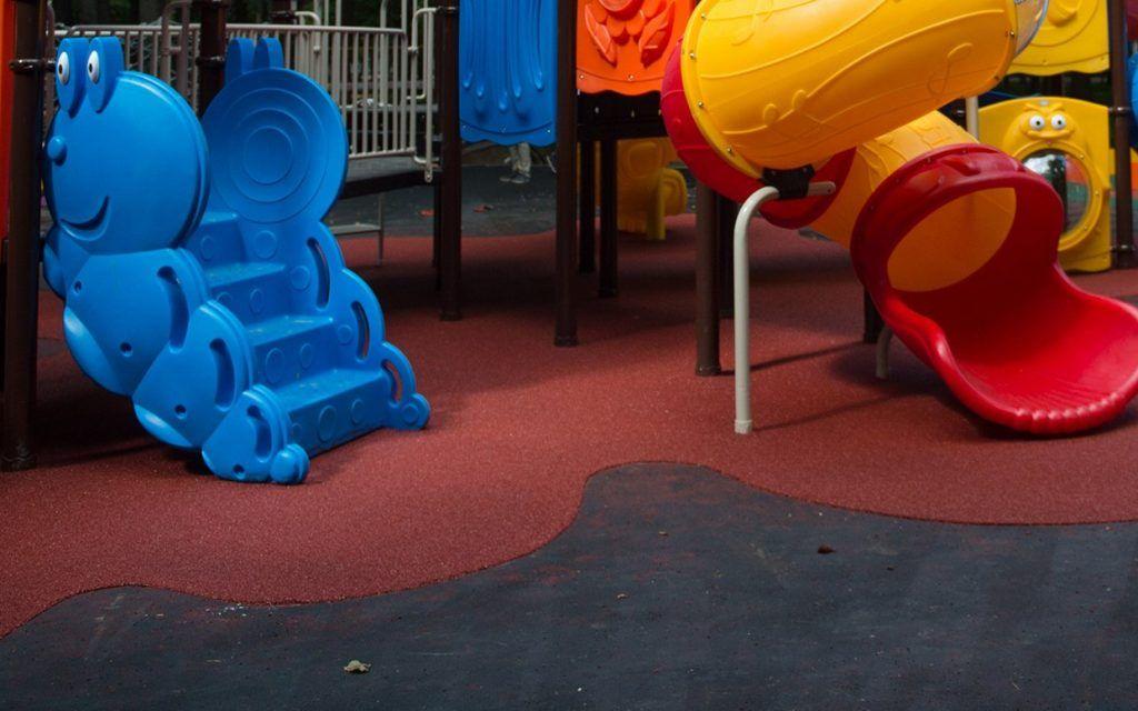 Детские и спортивные площадки оградили в районе Арбат