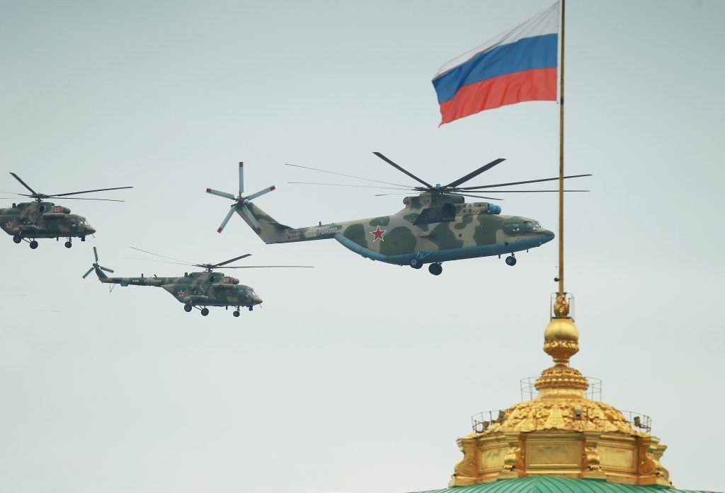 Фотофакт: В небе над столицей отрепетировали авиапарад к 75-летию Победы в Великой Отечественной войне