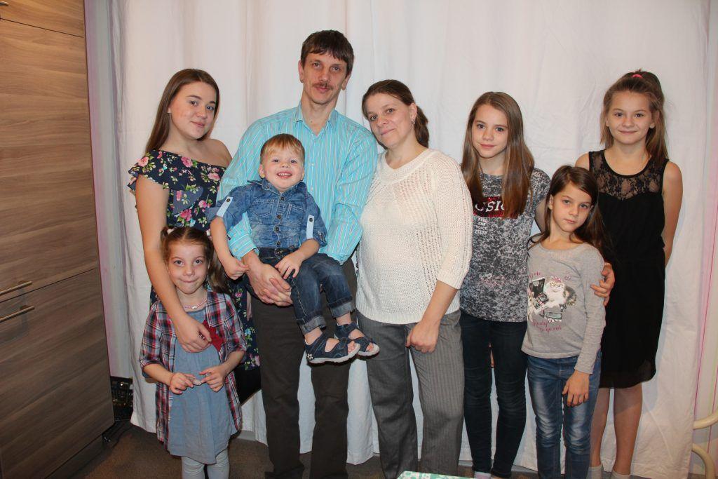 Шесть хозяюшек и малыш Сергий