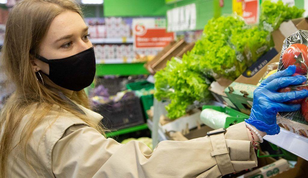 Волонтеры оказывают большую помощь жителям столицы в период пандемии коронавируса