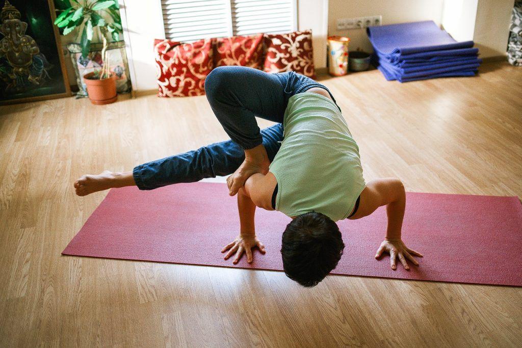 Онлайн-урок по йоге провел сотрудник филиала «Наш Арбат»