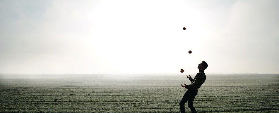 Учимся жонглировать вместе: необычный урок провели сотрудники парка «Красная Пресня»
