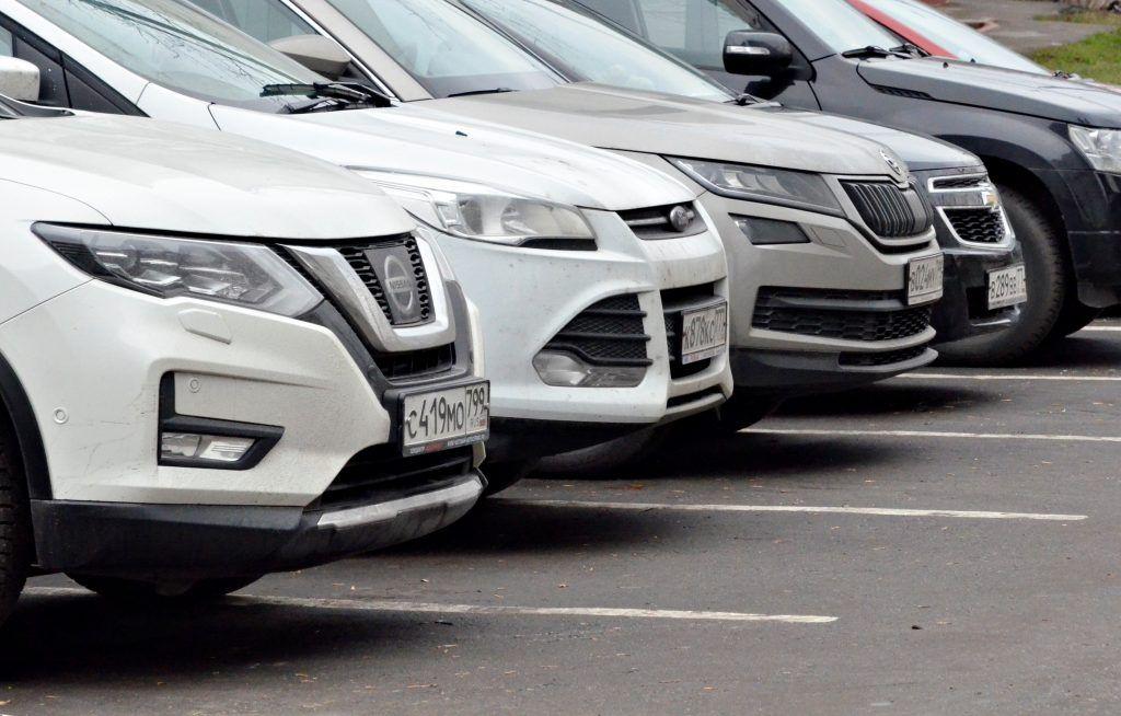 Бесплатную парковку ввели возле нескольких поликлиник Москвы