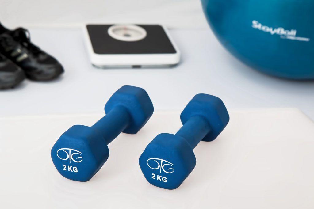 Сейчас в интернете представлено множество тренировок для людей с разным уровнем физической подготовки. Фото: pixabay.com