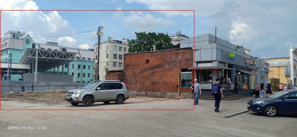 Работы по демонтажу торгового павильона завершили в Тверском районе