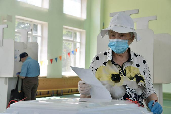 Пятый день голосования по Конституции проходит без нарушений и сбоев. Фото: Пелагия Замятина, «Вечерняя Москва»