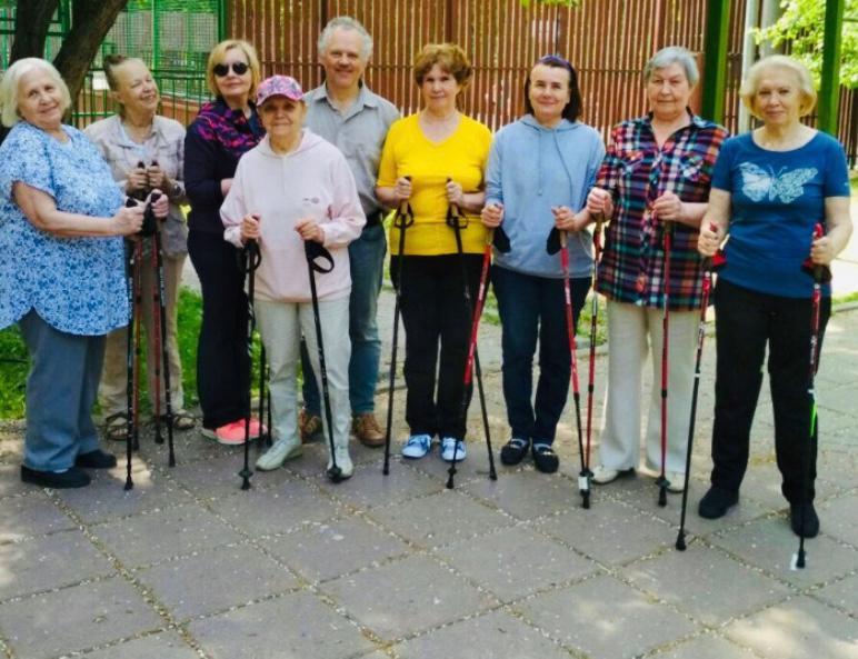 Участники «Московского долголетия» смогут вновь вернуться к скандинавской ходьбе в Лужниках