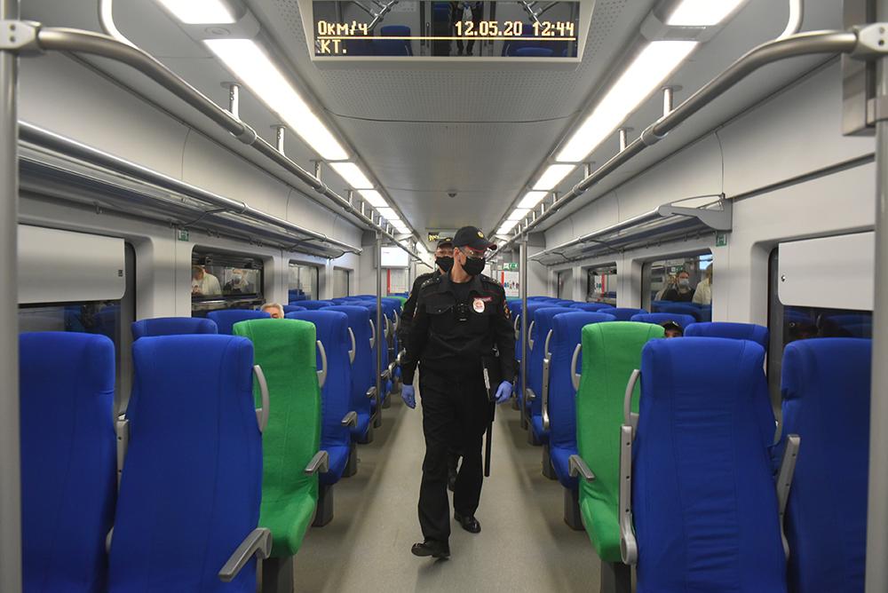 Пассажирам метро и МЦК напомнили о важности ношения масок