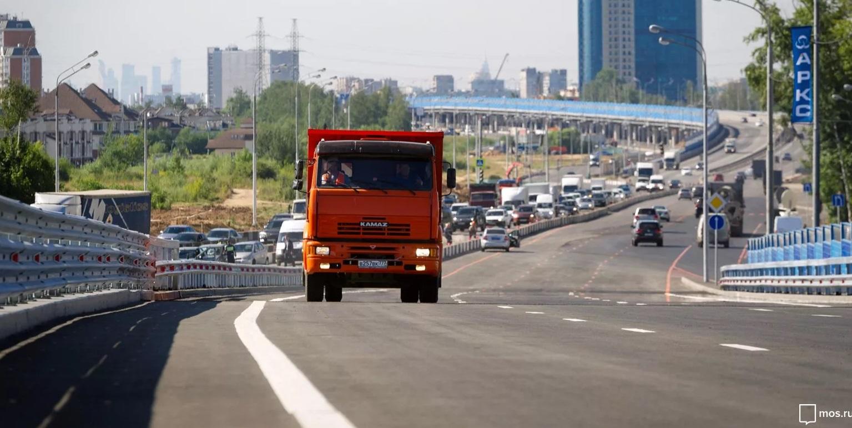С 1 августа в ЦАО вступят в силу новые правила проезда грузовиков. Фото: сайт мэра Москвы