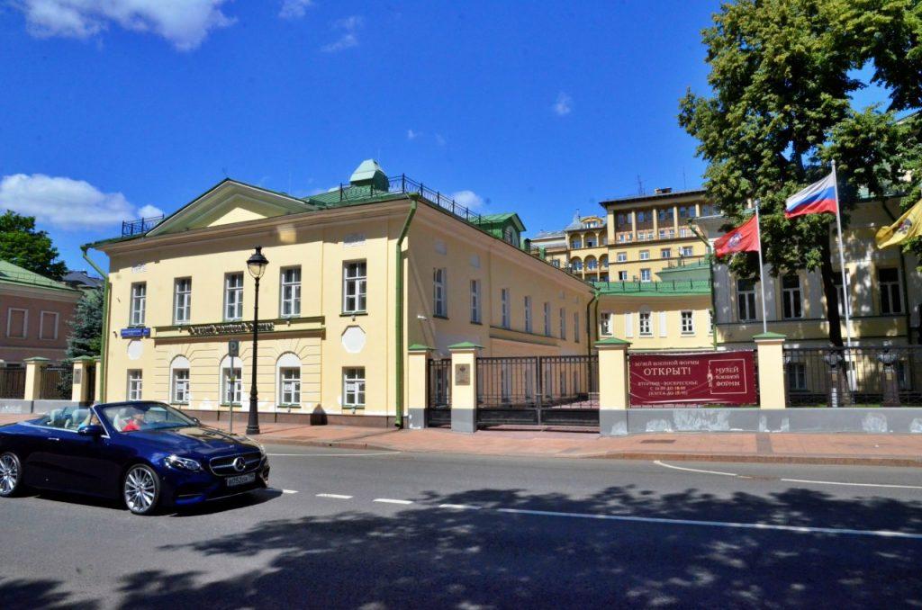 Сотрудники Музея военной формы опубликовали видео тематического мастер-класса «Буденовка»