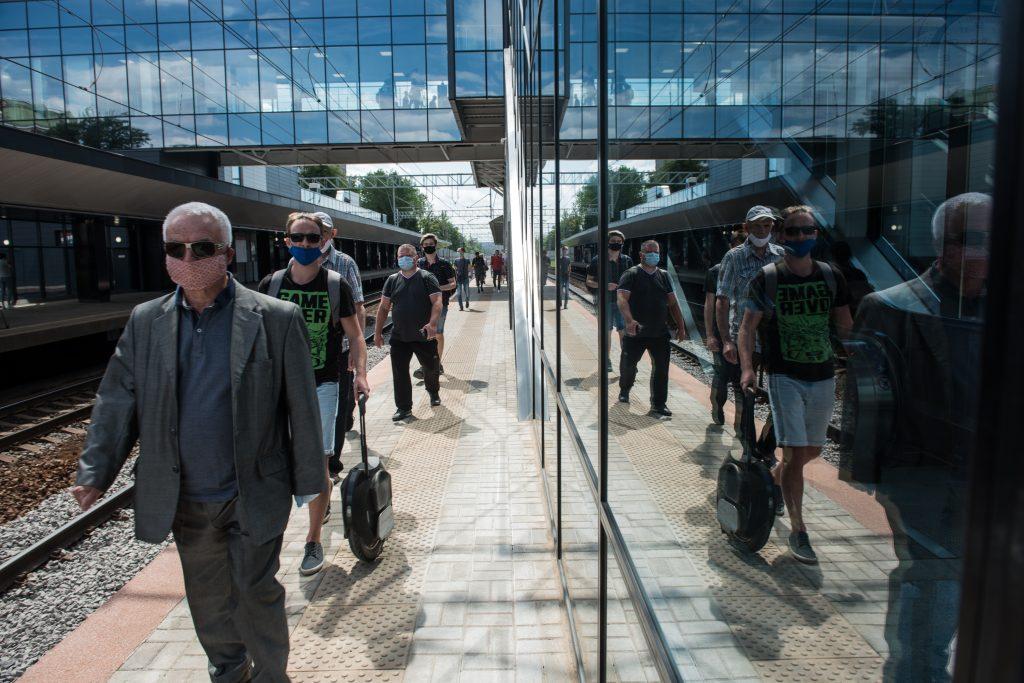 Москвичам напомнили о необходимости масок в общественных местах. Фото: Наталья Феоктистова, «Вечерняя Москва»