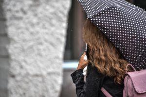 Следует взять зонт. Фото: Пелагия Замятина, «Вечерняя Москва»