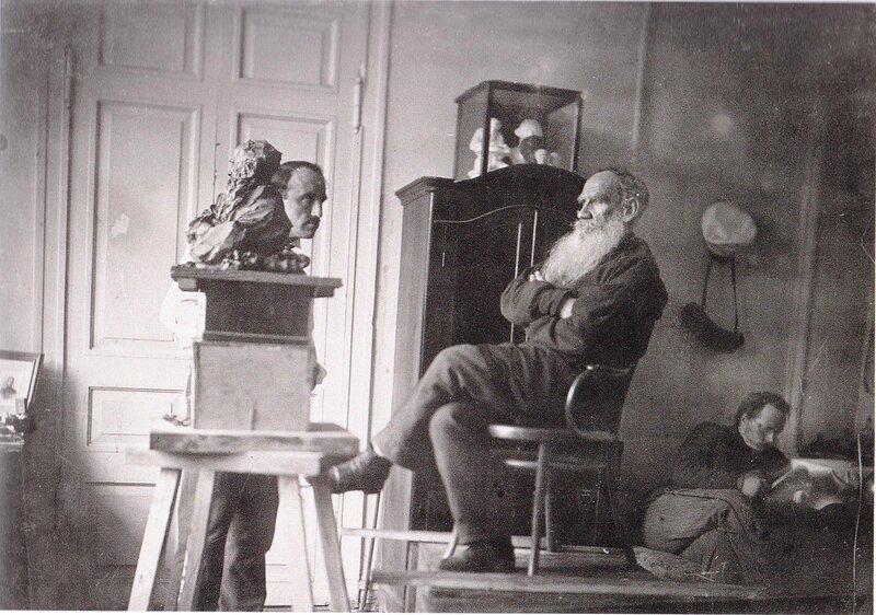 Семейный альбом Толстых покажут жителям в честь столетия со дня основания музея
