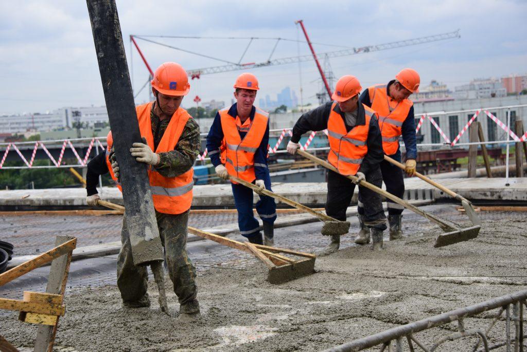 Москва получила 44 километра новых дорог за полгода