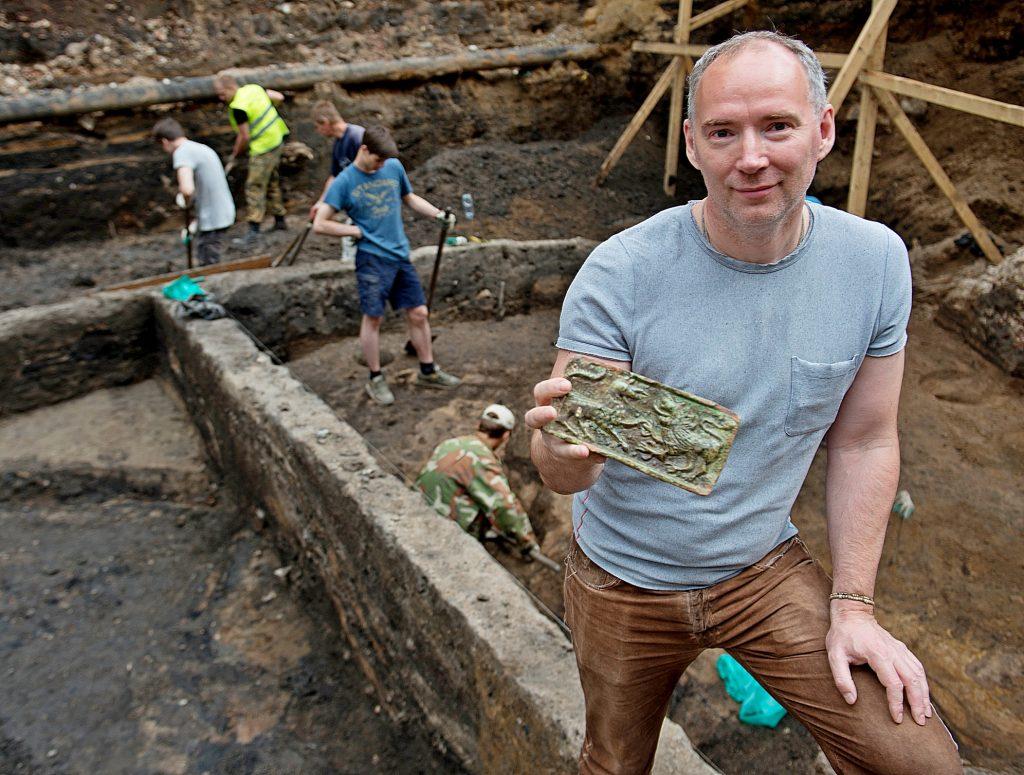 Археологи отреставрировали найденные артефакты петровских времен