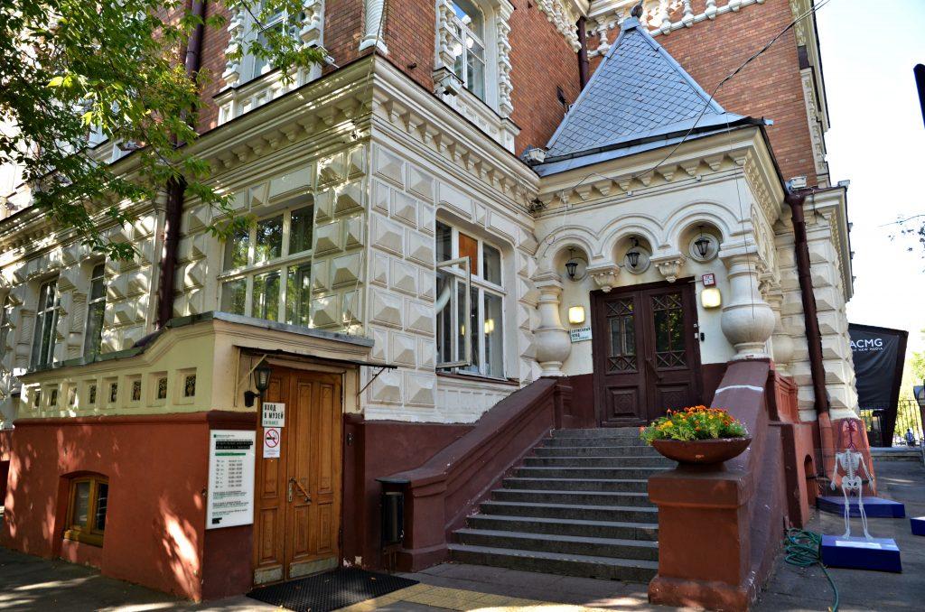Сотрудники Биологического музея пригласили москвичей на экскурсию по усадьбе «В Грузинах»