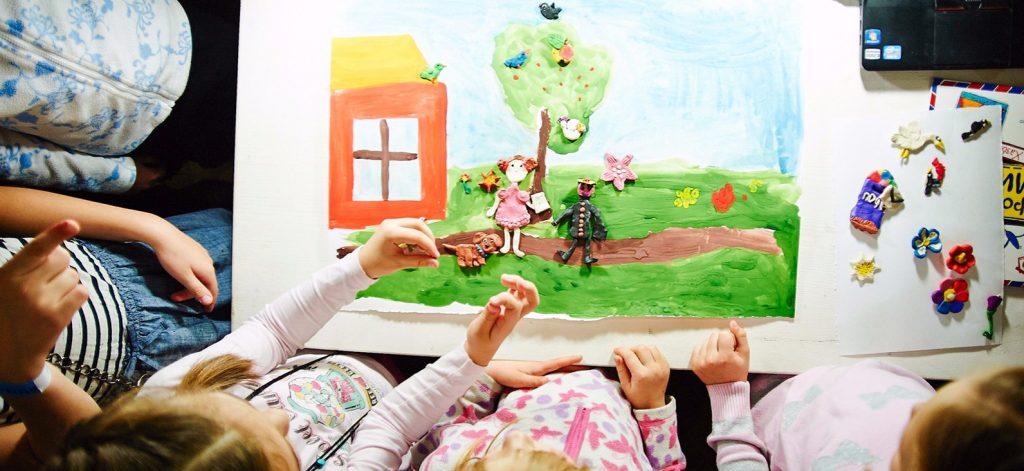 Семья — это маленькая вселенная: новую выставку открыли в Тургеневской библиотеке. Фото: сайт мэра Москвы