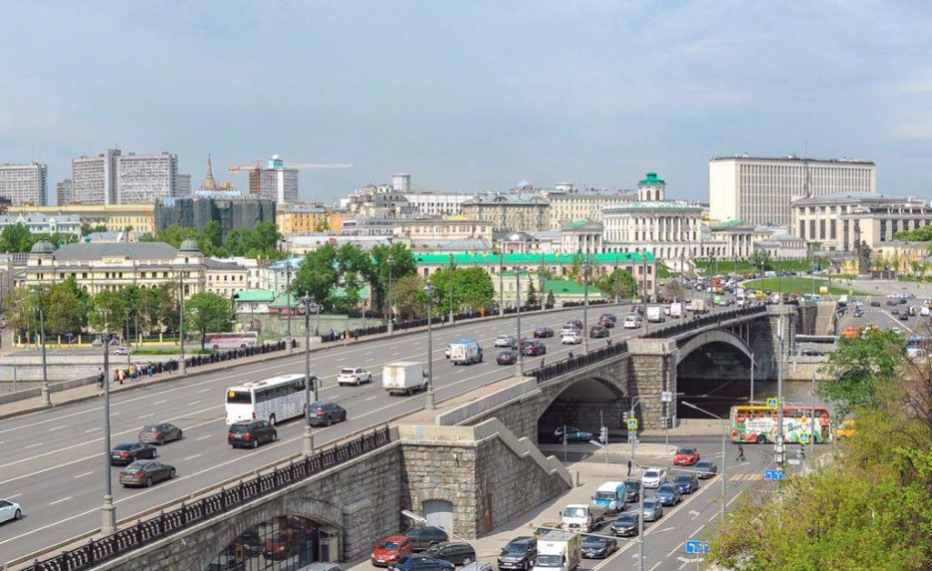 Движение на Большом Каменном мосту ограничили из-за капитального ремонта