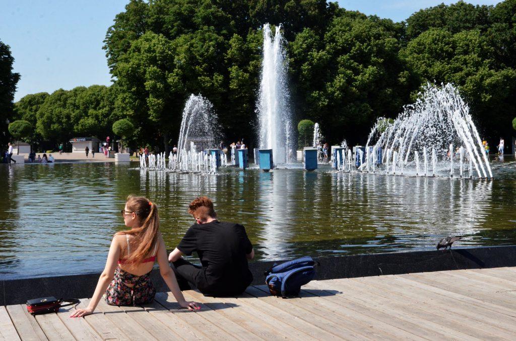 Переменную облачность и теплую погоду в столице прогнозируют синоптики