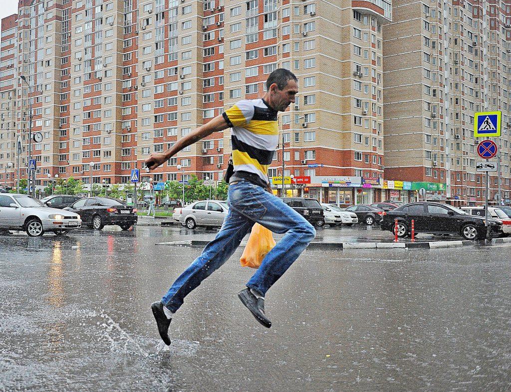 Москвичам пообещали тепло и дождь в четверг