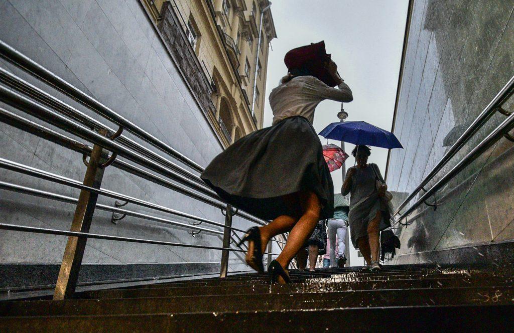 МЧС объявило тревогу в Москве из-за грозы