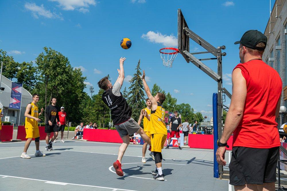 Спортивные выходные: в парке «Фестивальный» состоялись соревнования по баскетболу
