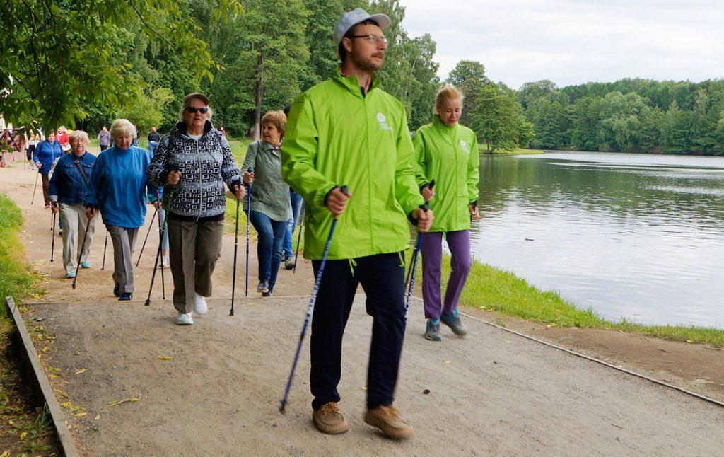 Шаг по-скандинавски: спортивное занятие проведут в парке «Фестивальный»
