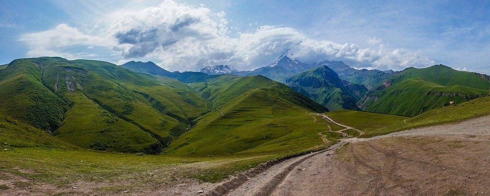 Кавказ без границ: фотовыставку открыли в саду имени Николая Баумана