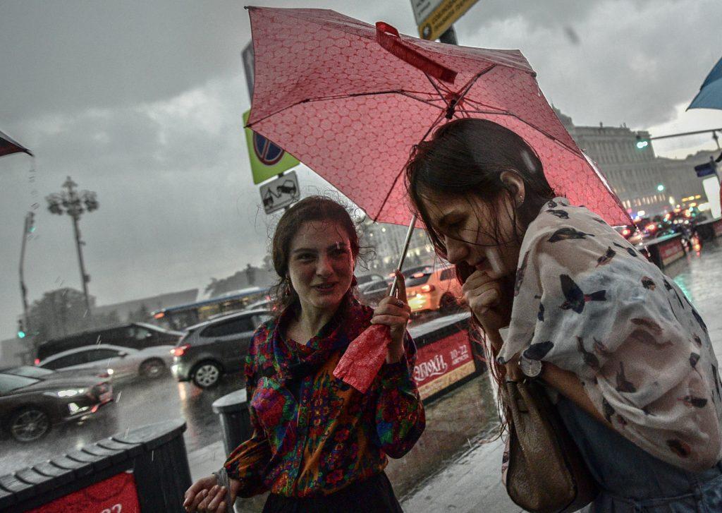 Синоптики и дорожники предупредили Москву о грозе
