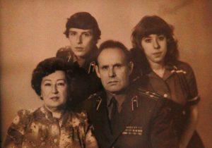 1983 год. С мужем Николаем (справа) и детьми Алексеем и Татьяной. Фото: из личного архива
