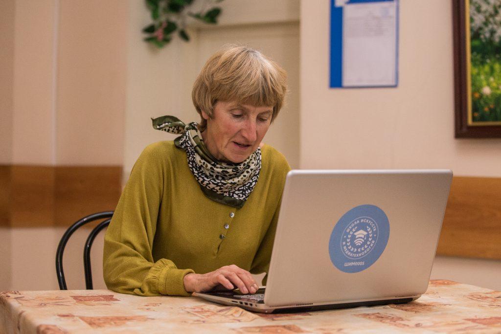 Почти 60 тыс часов онлайн-занятий провели в рамках «Московского долголетия»