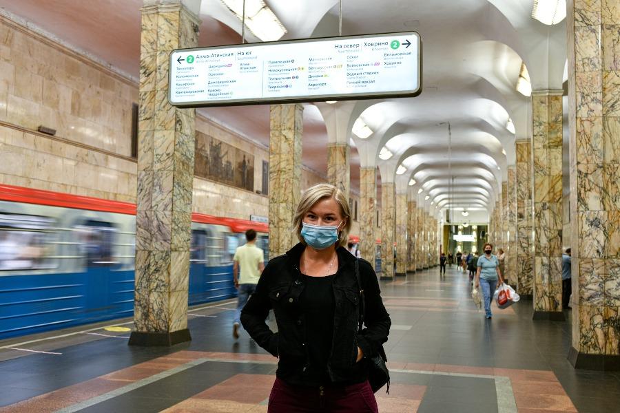 Почти все пассажиры московского транспорта надели маски