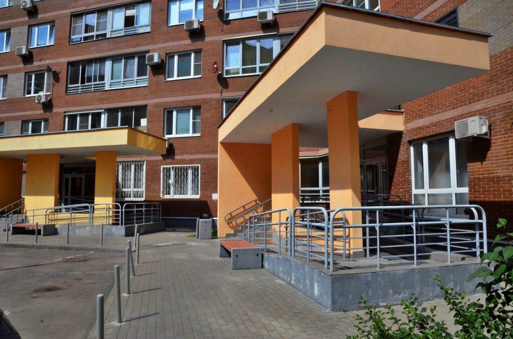 Подъезды двух жилых домов отремонтировали в Пресненском районе