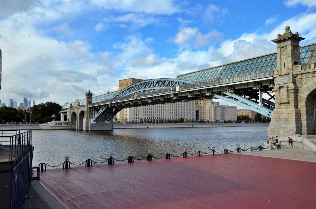 Ремонт стартовал на Андреевском мосту в центре Москвы