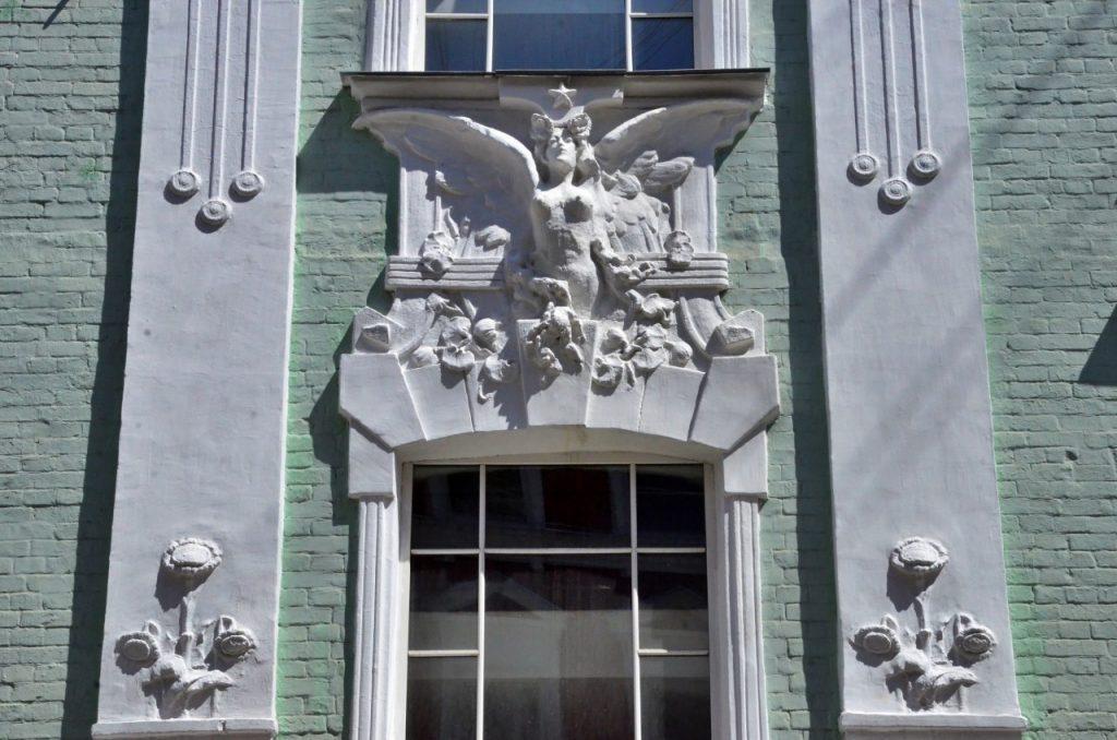 Фасады жилого дома на улице 2-й Дубровской отремонтируют