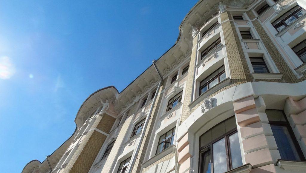 Реконструкцию фасадов жилых домов завершат в Красносельском районе